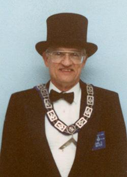 1992 Carl E Moyer (250 x 350)